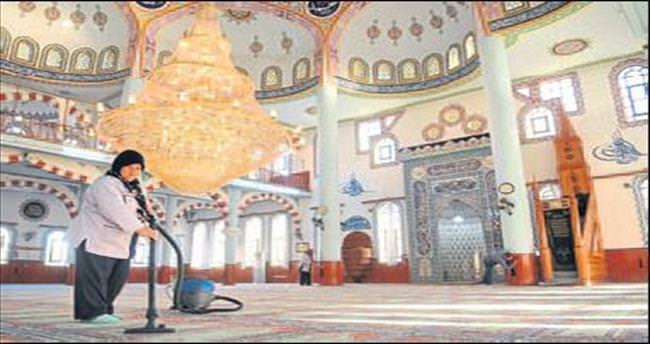 Cami ve mescitler tertemiz yapılıyor