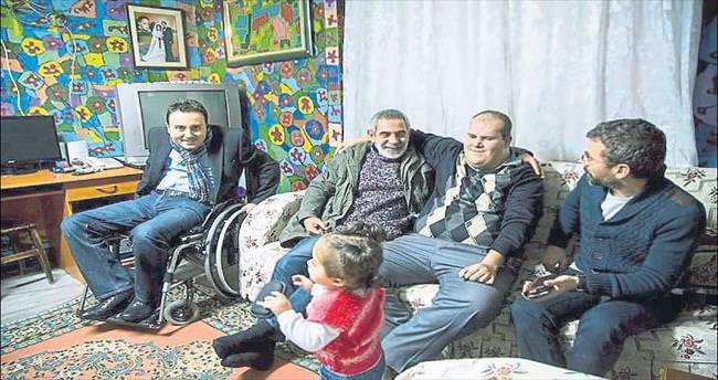 Tiyatrocu Turgay Tanülkü'den engelli Muhammed'e destek