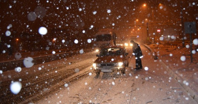 İzmir-Ankara karayolu ulaşıma kapandı