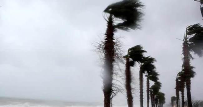 Antalya fırtınaya teslim