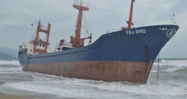 Suriye bandıralı gemi karaya oturdu