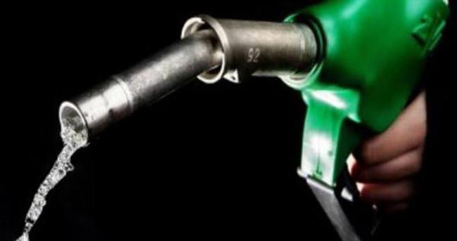 Benzin fiyatlarına 6 kuruş indirim geldi