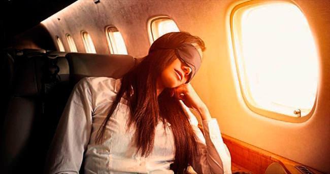 Uçakta horlamak riskli