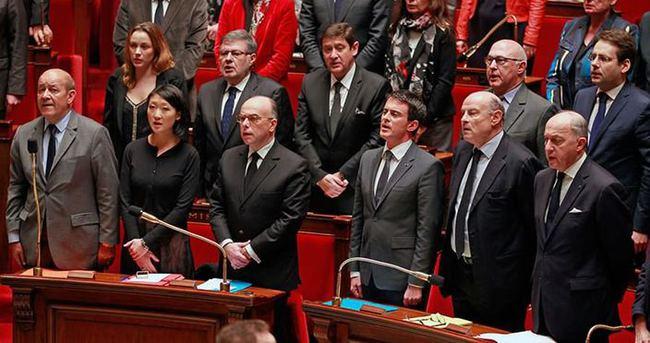 Fransa meclisi 100 yıl sonra milli marş okudu