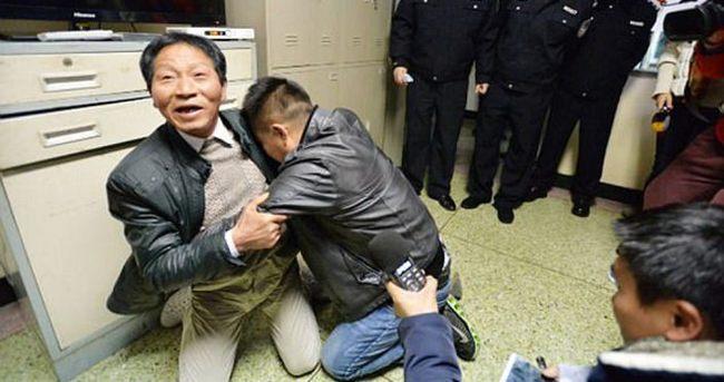 Pazarda kaçırılan oğluna 24 yıl sonra kavuştu