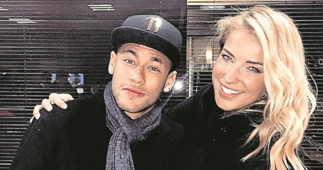 Neymar, Burcu Esmersoy'u takibe aldı