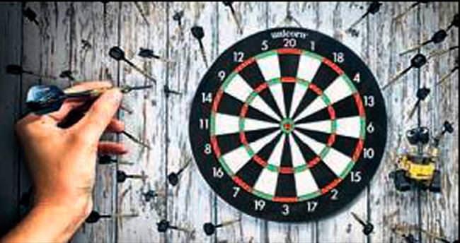 Gazeteciler için dart turnuvası