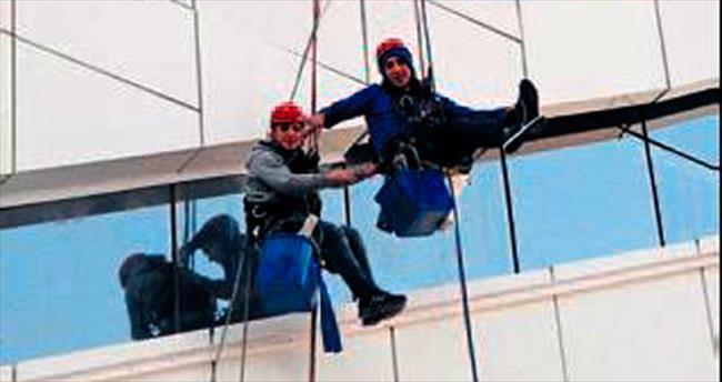 Şehir dağcıları Folkart Towers'ta iş başında