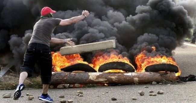 Peru'da protestocular polisle çatıştı