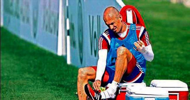 Robben'den timsah şakası