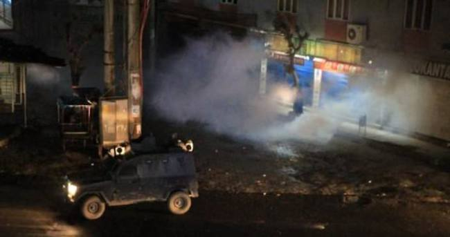 Silopi'de PKK'lılar TIR'ları barikat olarak kullanıp polisle çatıştı