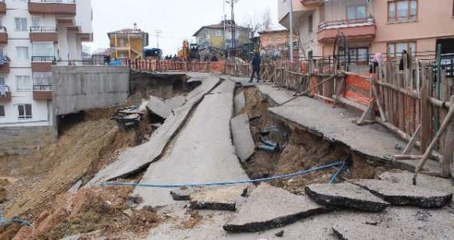 Başkentte yol çöktü