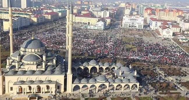 Çeçenistan'da Charlie Hebdo protestosu