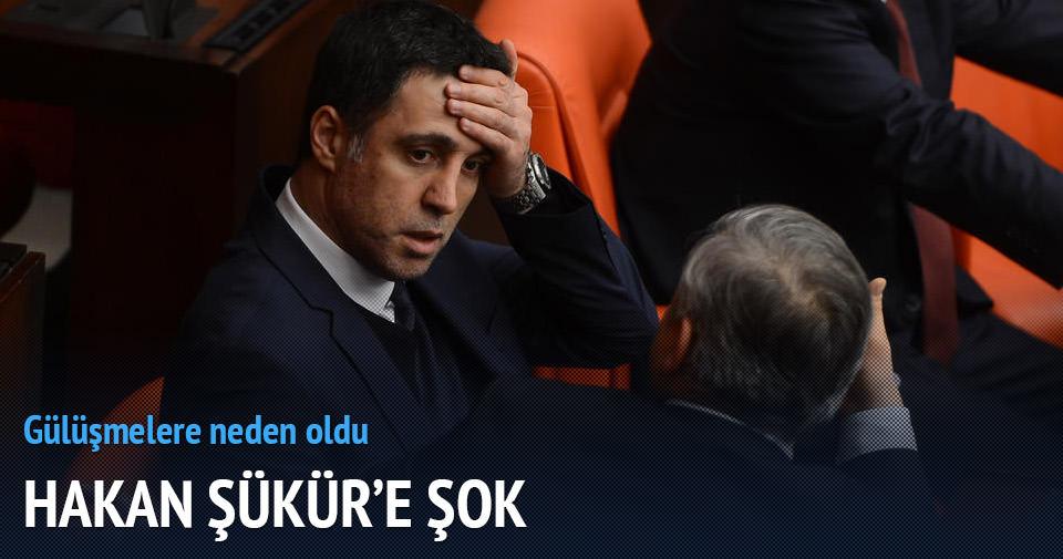 Meclis'te Hakan Şükür'e 'Hoşgeldin Torinolu' yazısı