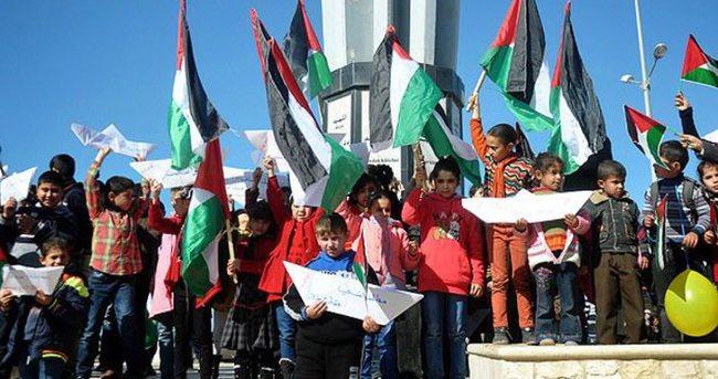 Filistinli çocuklar ablukayı protesto etti