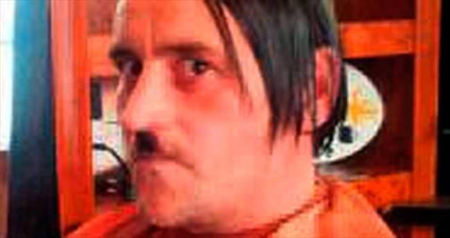 Hitler pozu istifa getirdi