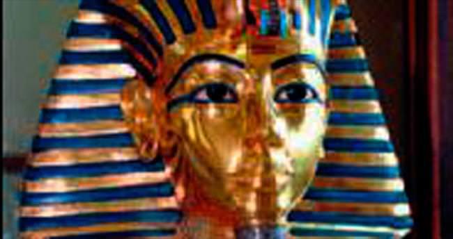Tutankamon büstünün sakalı düştü!