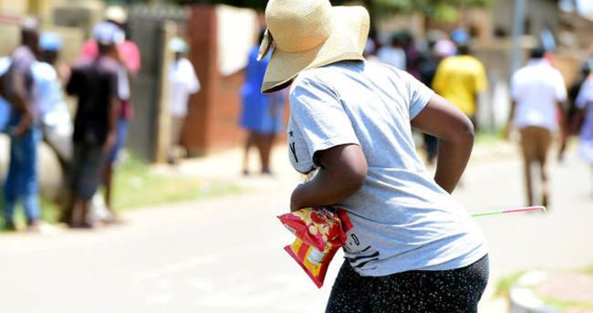 Güney Afrika'da dükkanlar yağmalandı