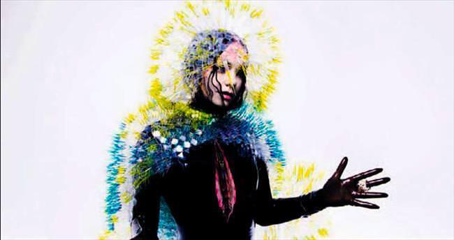 Björk ayrılık şarkıları söylüyor