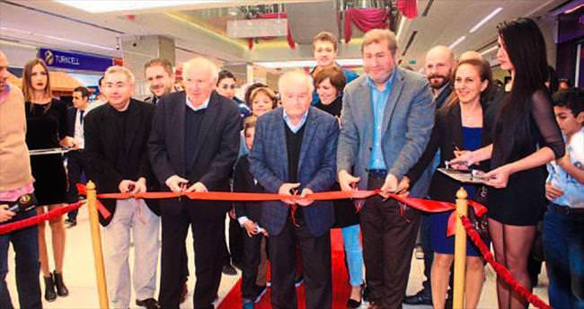 İzmir'in yerel AVM'si açıldı