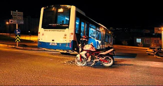 Polisten kaçtı, otobüse çarptı