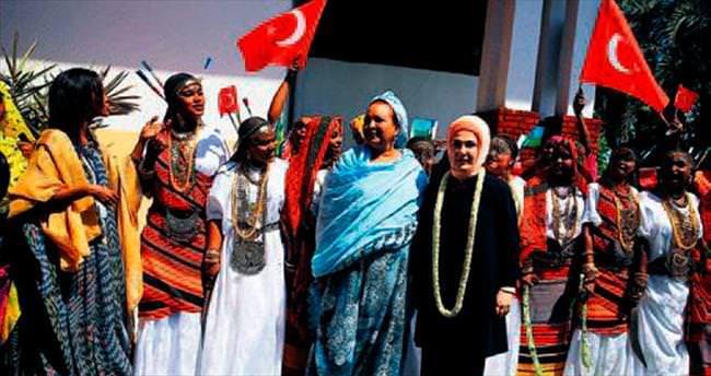 Emine Erdoğan, Daryel Yetimhanesi'ni ziyaret etti