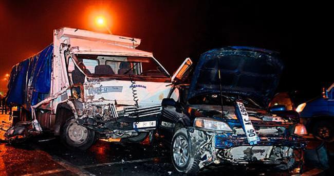 Freni patlayan kamyon Dikmen'de dehşet saçtı