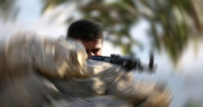 Hakkari'de PKK üyesi bir kişi teslim oldu