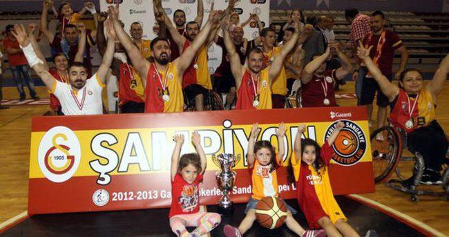 Galatasaray'da ödenmeyen paralar yüzünden isyan çıktı