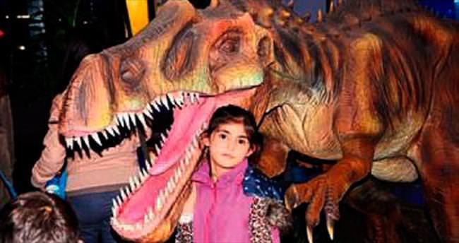 AVM'de çocuklar dinozorları sevdi