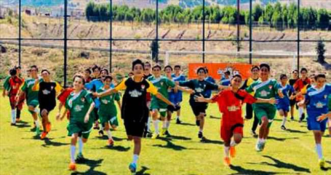Elit Futbol Köyü Riva'da