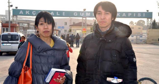 Japon gazetecilerin sınırda umutlu bekleyişi