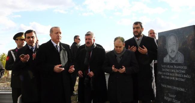 Erdoğan ünlü sanatçının mezarında dua etti