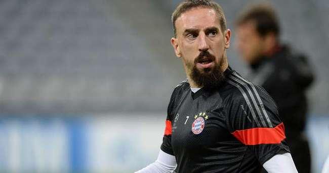 Almanya'da Müslüman futbolculara büyük şok!