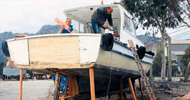 Balıkçı tekneleri bakıma başladı