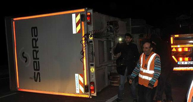 Lodos, Bursa'da tır devirdi