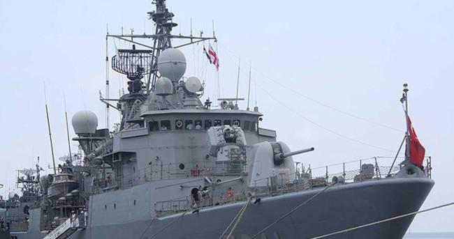 Türk savaş gemisi Yunan limanında