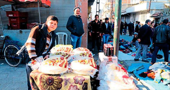 Adana'da ekmek açıkta satılıyor
