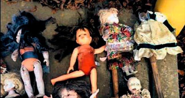 Esrarengiz oyuncak bebekler, korkuttu