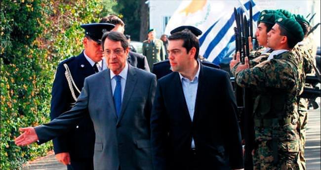 Kıbrıs'ta iki bölgeli federasyon mesajı
