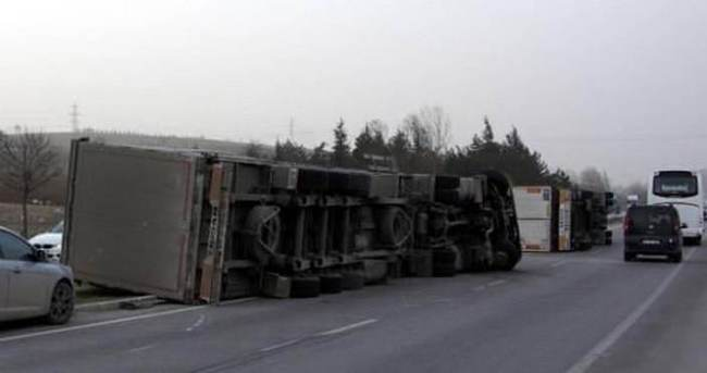Bursa'da lodos TIR devirdi