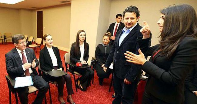 Davutoğlu işaret dili dersine katıldı