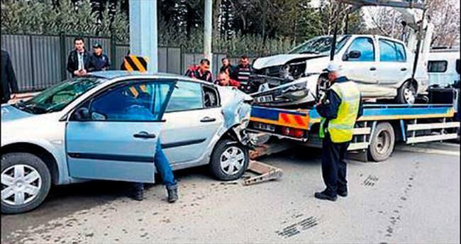 Resmi konutun önünde kaza