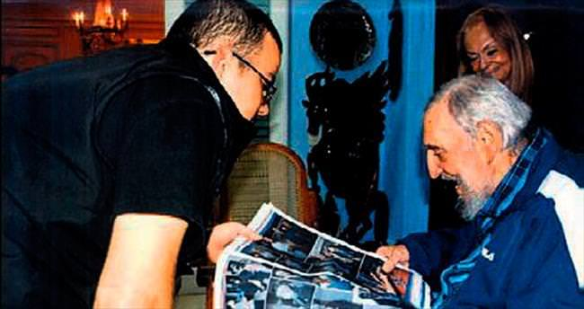 Castro yaşıyor! İspatı elindeki gazete