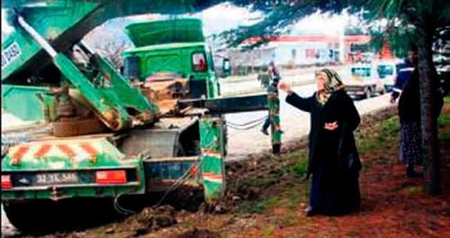 Vali Coş'un annesinden tek kişilik çevre eylemi