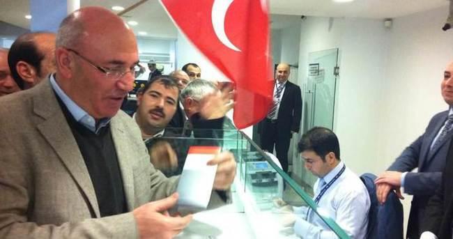 CHP'li Mahmut Tanal Bank Asya'da hesap açtı