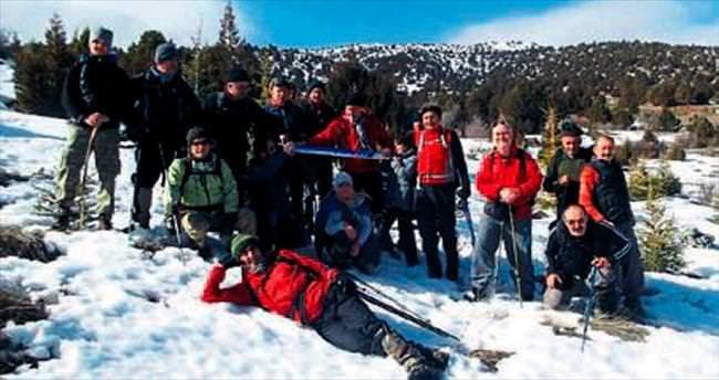 Doğaseverlerin kar yürüyüşü