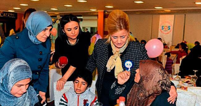 Sığınmacı aileler için yemek verildi