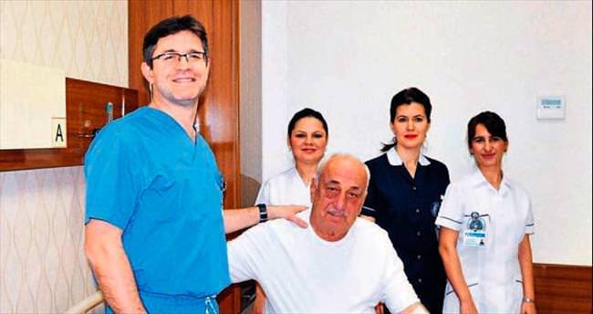 Lazerle deliksiz gırtlak kanseri ameliyatı oldu
