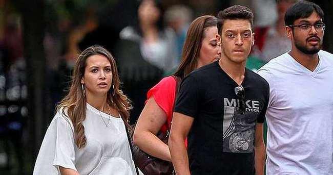 Mesut Özil-Mandy Capristo aşkı yeniden